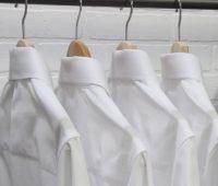 Cara Menghilangkan Noda Kuning di Baju Putih - Woiden