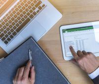 Kenali Apa Saja Manfaat Menggunakan Software Untuk Bisnis UKM - Woiden